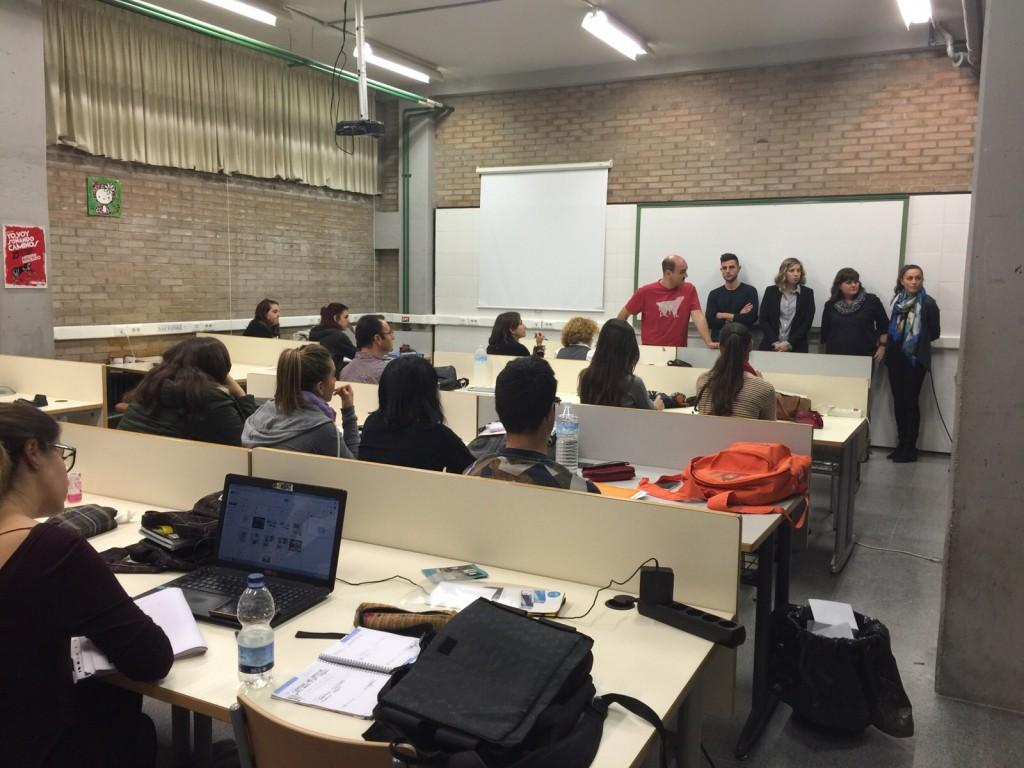 Foto de la presentación de los alumnos ganadores del proyecto escenográfico para La Traviata de la Orquestra Lírica